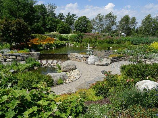 Coastal Maine Botanical Gardens: Right behind visitor center