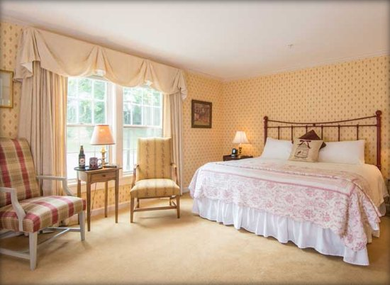 Deerfield, MA: Choose from our deluxe rooms and suites.