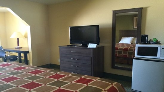 Executive Inn Express: tv set up