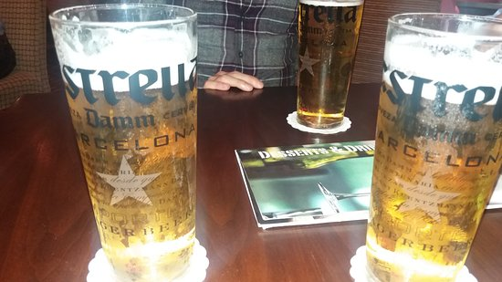Slough, UK: Beers in Chats bar!