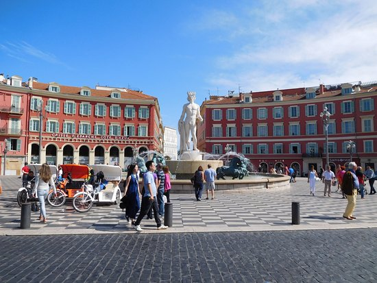 Hotel de la Mer: Longer view of Place Massena; hotel is back right.
