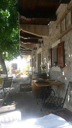 Sezana, Eslovenia: Picturesque courtyard