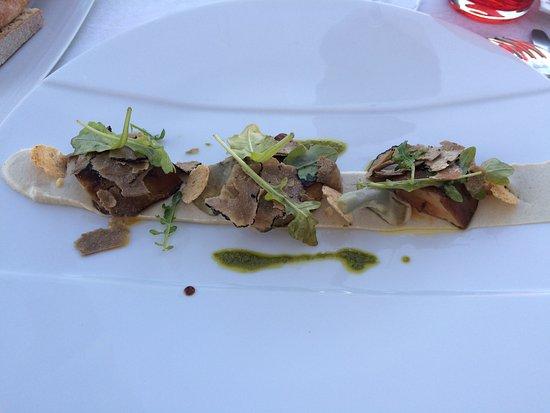 Monbazillac, Prancis: L'escalope de foie gras de canard poêlée, crémeux d'artichaut à la truffe d'été tuber aestivum,