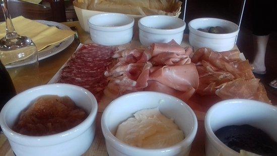 Castello D'Argile, Italia: Tagliere con salumi e contorni
