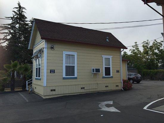 National 9 Motel: photo2.jpg