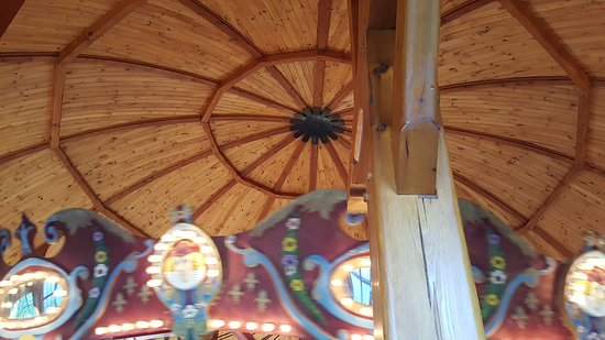 Pine Grove, PA: Carousel Roof was so neat.