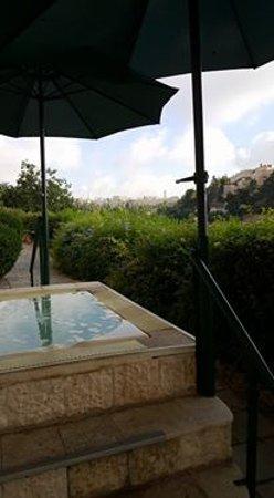 Mount Zion Hotel: jacuzzi avec vue sur les murailles