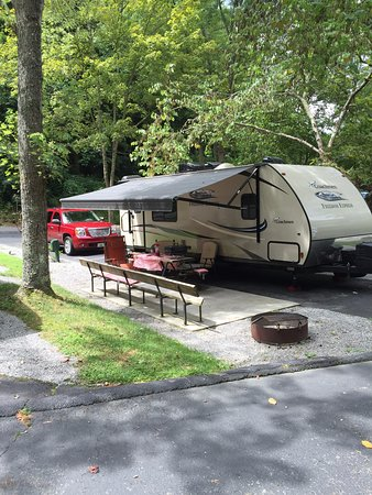 Twin Creek RV Resort: Our pull through