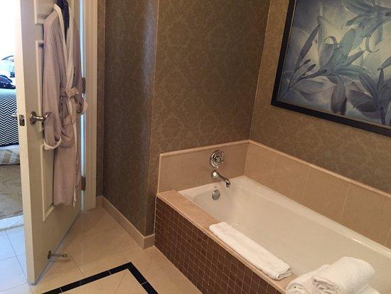 Waldorf Astoria Orlando: Large tub, complimentary robes...