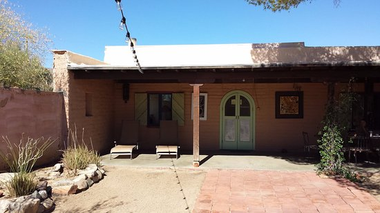 29 Palms Inn: Irene's Adobe, patio, juillet 2015