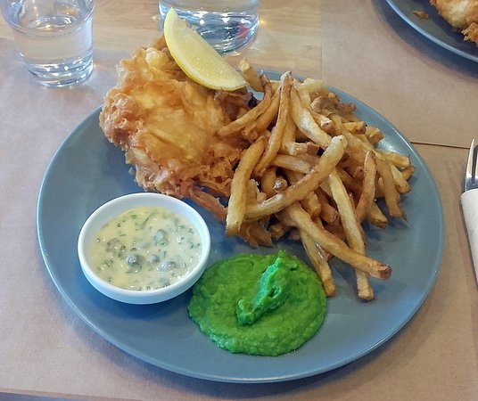 Le Pouliguen, France: Fish & chips et mushy peas