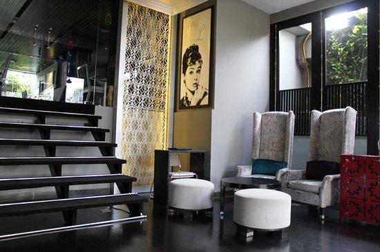 L Hotel Seminyak: Area lobi