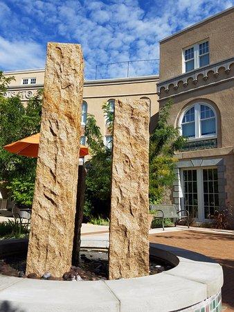 Hotel Parq Central: water sculpture