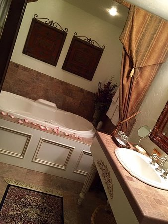 Appleton, WI: All rooms had a private bathroom with tub and shower