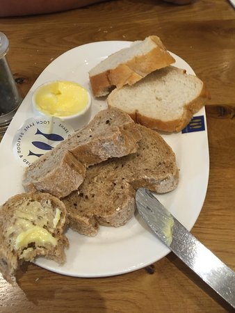 Greenhithe, UK: No mention of the charge when the bread that we didn't order came, tut tut.