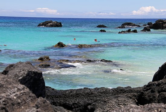 Manini'owali Beach (Kua Bay): There is a spot where sea turtles swim