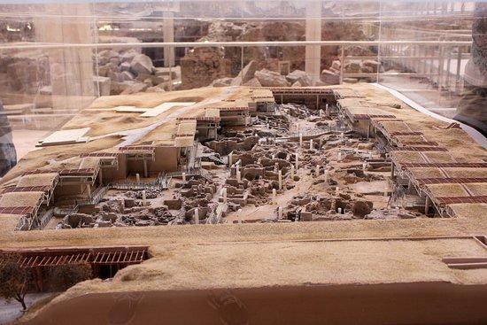 أكروتيري, اليونان: Scale model of the site