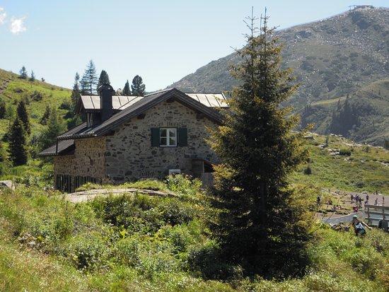 Siror, Italia: rifugio dal sentiero