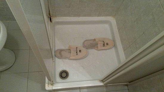 Roccella Ionica, Italy: Nemmeno 50 cm per farti la doccia