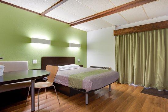 Geneva, OH: Guest Room