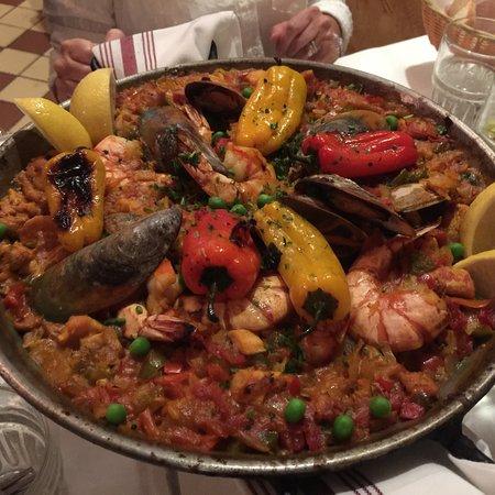 Hillside, Илинойс: Paella at Emilio's Tapas