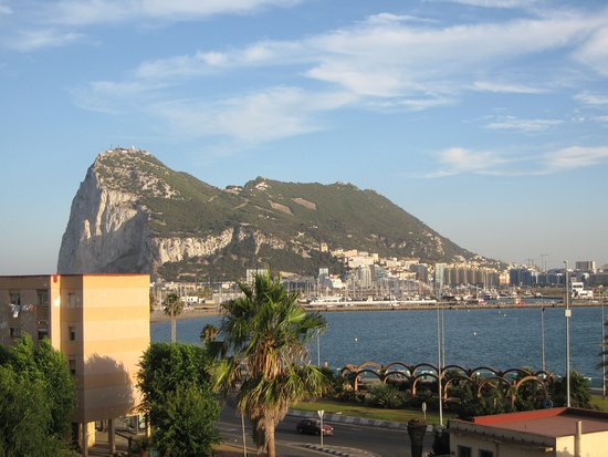 La Linea de la Concepcion, สเปน: Fantastic view of Gibraltar from room 428
