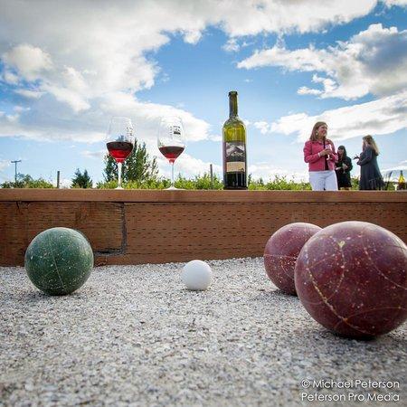 Hood River, Oregon: Bocce Ball and wine!