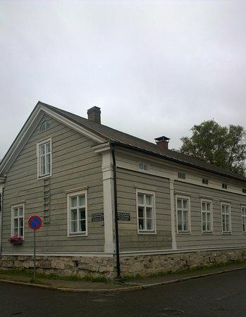 Kokkola, Finlandia: Some very different styles..