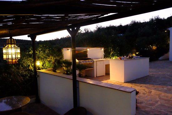 Casa Rural El Olivar: Buitenkeukentje