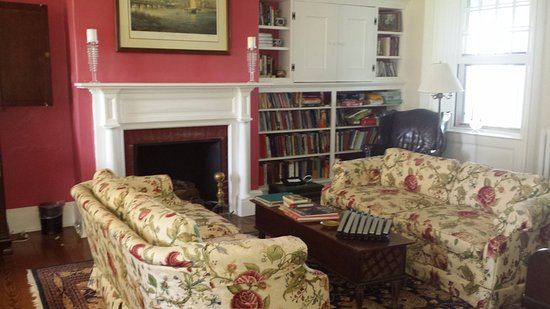McDaniel, MD: Common Living room