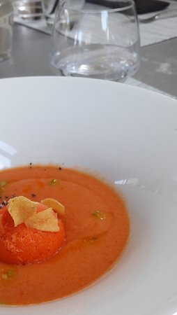 Montner, Frankrike: Gaspacho andalou et son sorbet de poivrons, chips d'ail