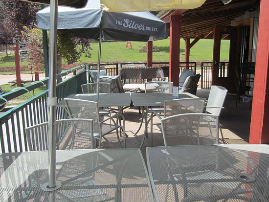 Green Mountain Falls, CO: Blue Moose Tavern Do Friendly Patio