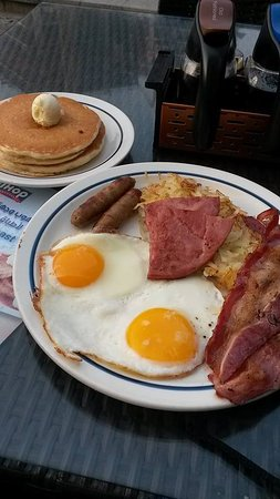IHOP: Breakfast for dinner!