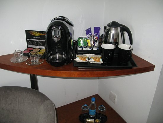 Corus Hotel Hyde Park London: A fine selection of beverages and treats