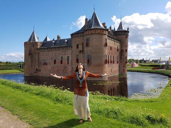 Muiden, The Netherlands: El Hermoso Castillo