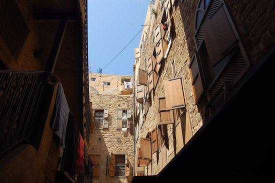 Sidon, Libano: Fachada en el interior del zoco