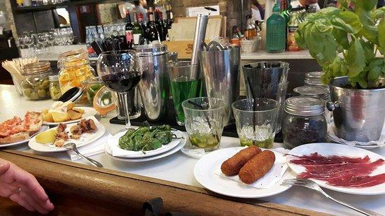 Restaurante centric canalla en barcelona con cocina tapas for Canal cocina tapas