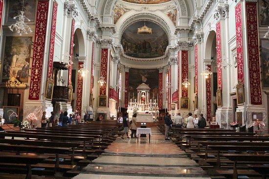 Pisogne, Italy: statige kerk