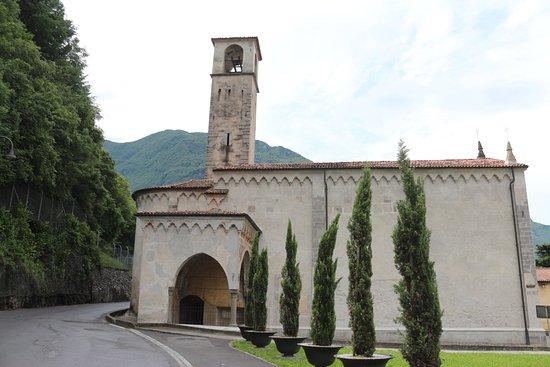 Pisogne, Italy: klein vanbuiten maar prachtig binnen