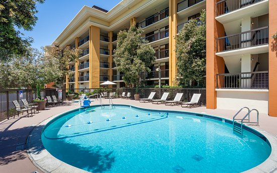 Holiday Inn Express @ Monterey Bay: Enjoy the Monterey sun pool-side