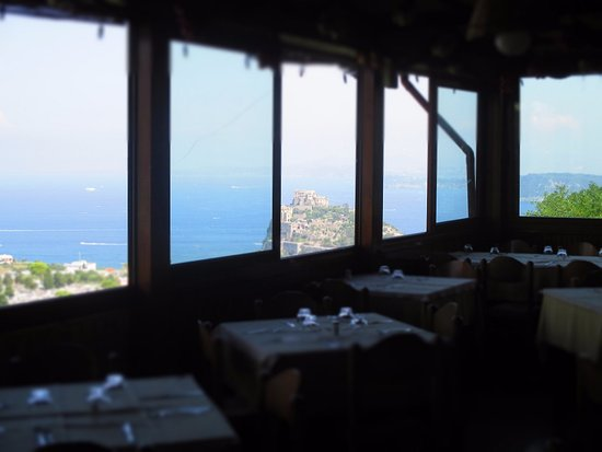 Hotel La Capannina: Sala da pranzo con vista