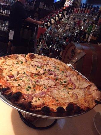 ฮาร์วิชพอร์ต, แมสซาชูเซตส์: Buffalo chicken pizza