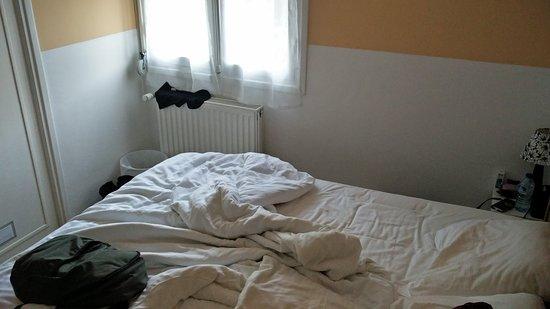 Saint Andre Les Alpes, Francia: La camera è talmente piccola che non è possibile fotografare l'intero letto!!