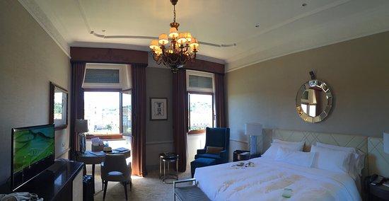 เดอะเวสทิน เอ็กซ์เซลซิเออร์ ฟลอเรนซ์: Attempted panoramic of the room