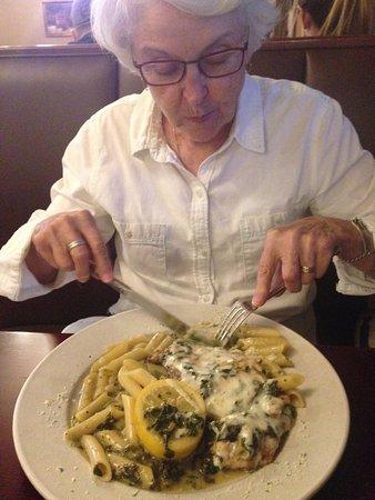 Napolis Italian Restaurant: Chicken Florentino - Chicken breast sautéed w/spinach, garlic, olive oil & fresh lemon, topped w