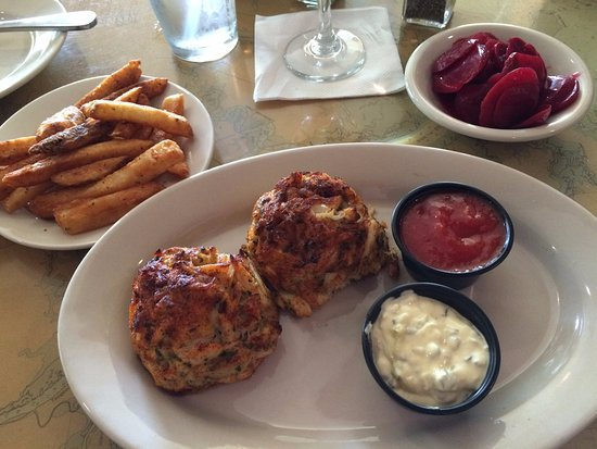 Hurlock, MD: Broiled Jumbo Lump Crab Cakes