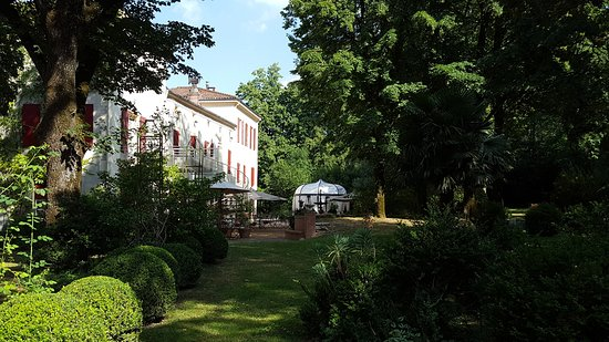 Saint-Affrique-les-Montagnes, Frankrike: The pavilion for breakfast and dinner