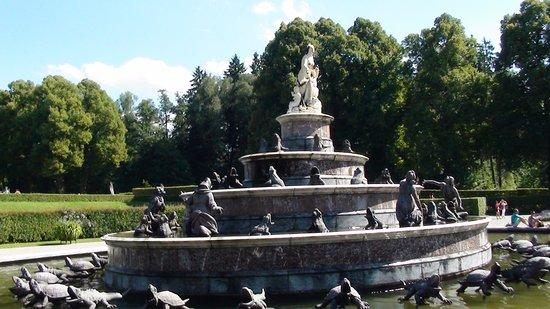 Lake Chiemsee: Lake Chimsee - Herrenchiemsee New Palace Fountain