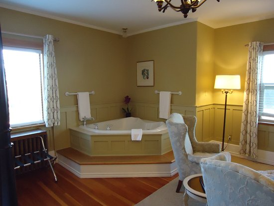 Dashwood Manor Seaside Bed and Breakfast Inn Image
