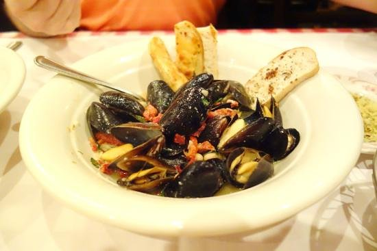 Yukon, OK : Prince Edward Island Steamed Mussels